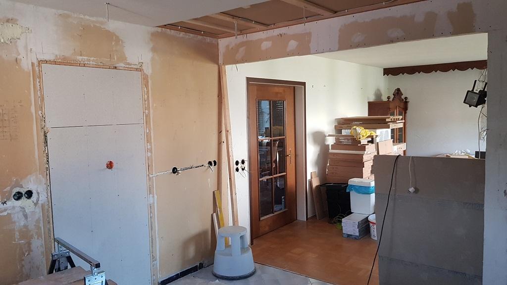 offene Verbindung zwischen Küche und Wohnbereich