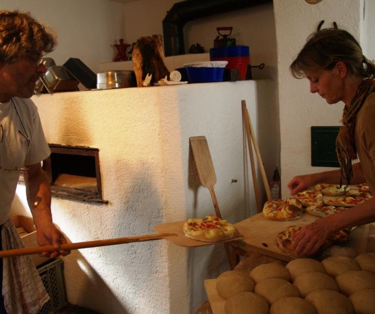 Pizza und Flammkuchen als Erlebnispädagogik gehört für uns schon immer zum Angebot. Foto ist © Manfred Laib