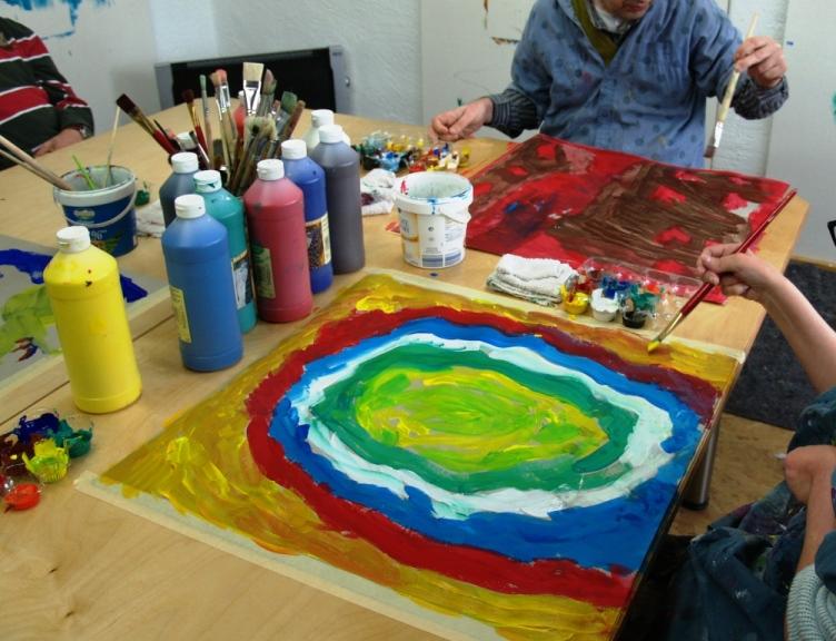 Kunsttherapie oder Kreativität für Menschen mit und ohne Behinderung. Foto ist © Manfred Laib