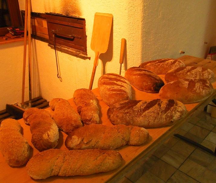 auf Holzfeuer gebackenes Brot beschert und jede Woche Genuss pur.  Foto ist © Manfred Laib