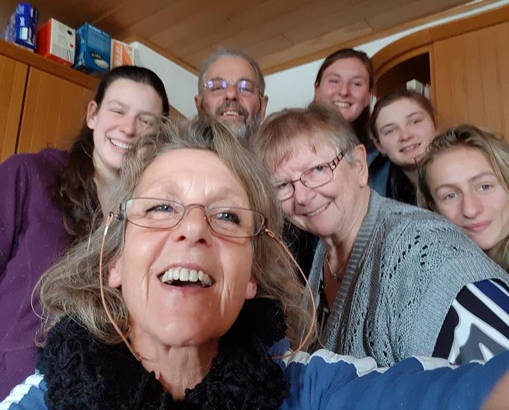 nun sagt das Team vom Pfeifferhof, das bis Herbst 2017 für Euch gearbeitet hat .... tschüss, lebt wohl und passt auf Euch auf !!